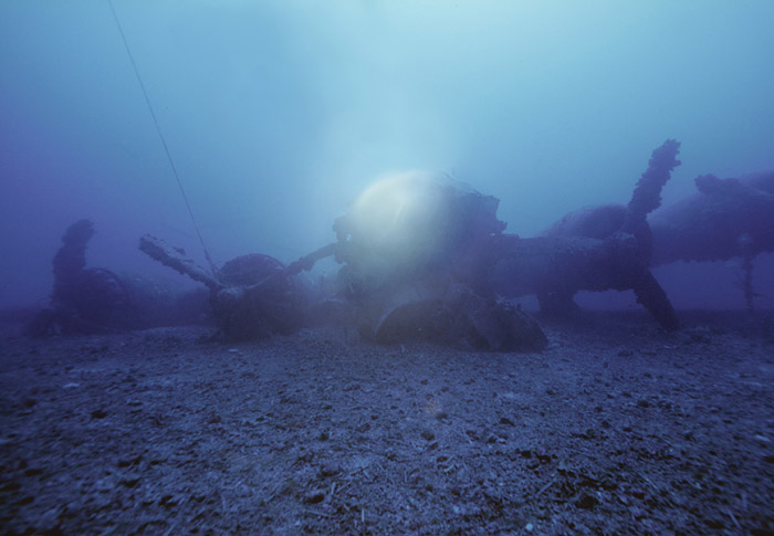 Boeing B17 Flying Fortress wreck - underwater video, Vis Island