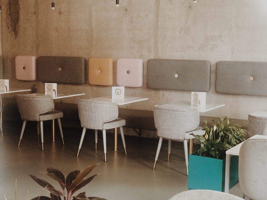 Cafe & Coffee Shop Interior Design //Counter Design, Table