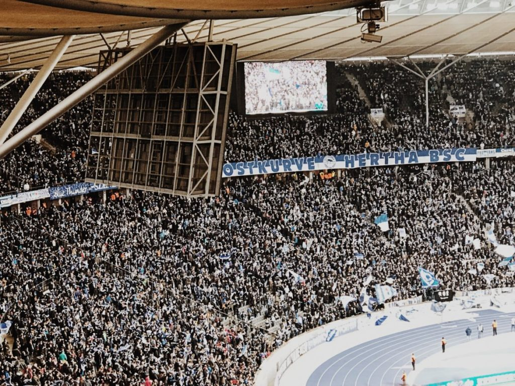 Hertha-Fans in der Ostkurve des Berliner Olympiastadions