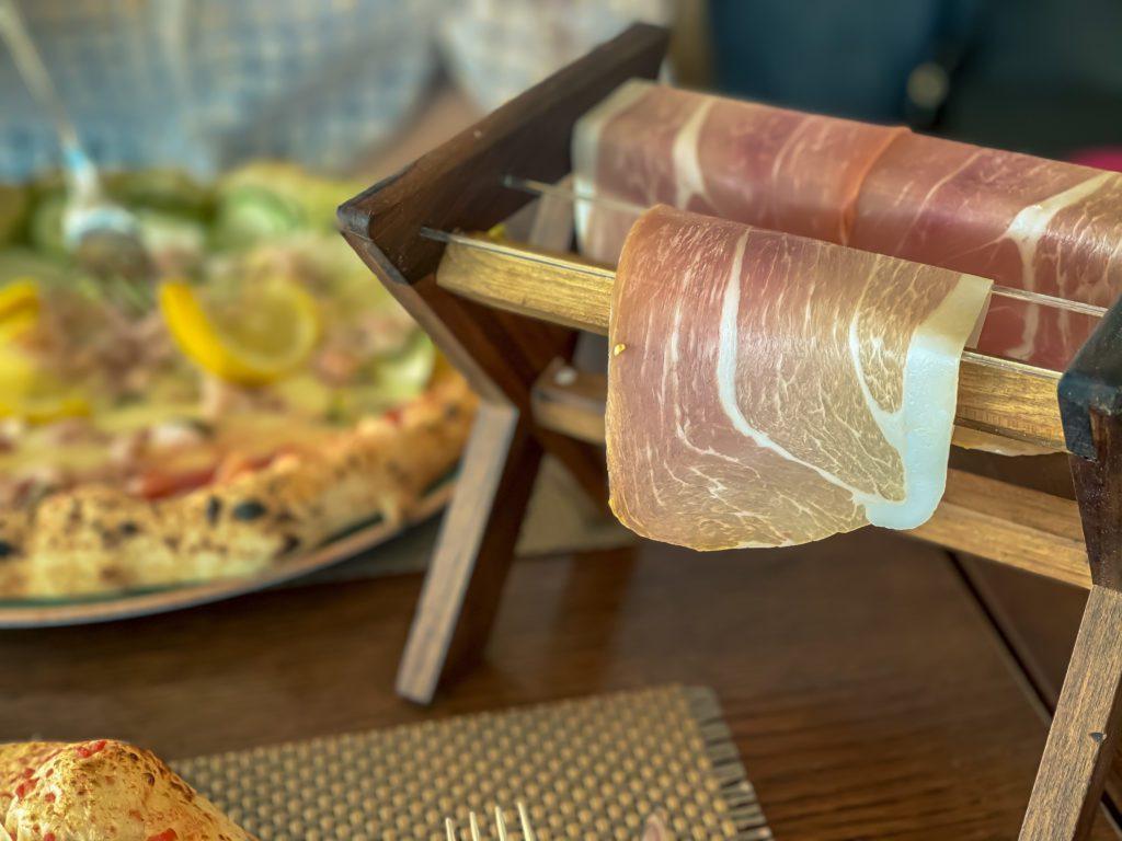 Gourmet Bar Basta Split, Pizza with prosciutto