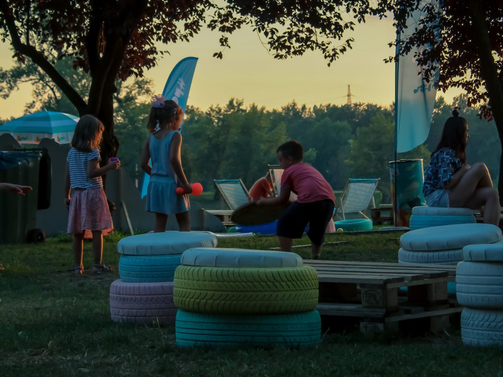 The colorful booths made of car tires and wooden pallets